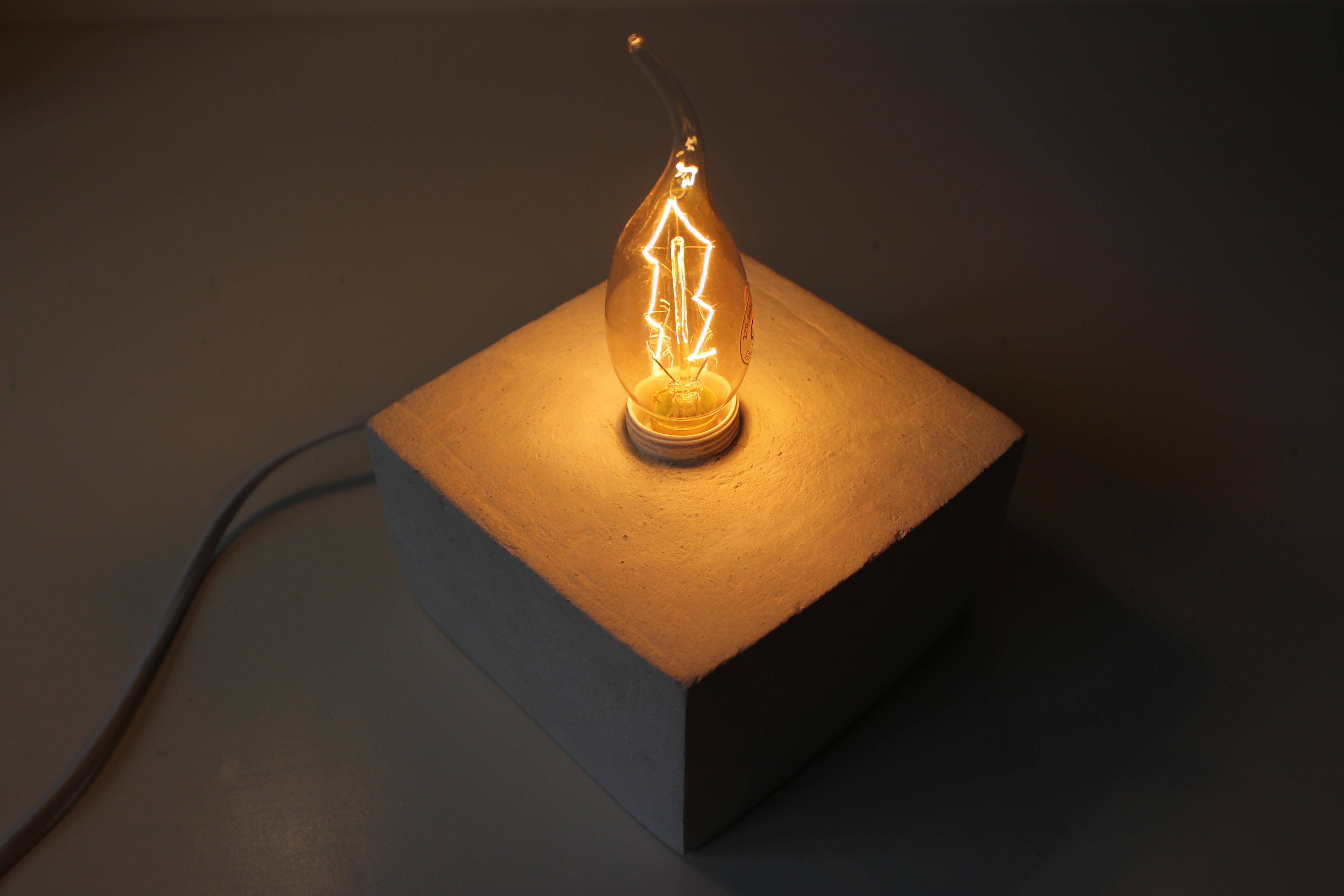 Meine Liebe Zu Beton. Und Diesmal Bin Ich Besonders Stolz Auf Mein Projekt,  Die Selbstgemachte Lampe Ist Ein Toller Blickfang Auf Meinem Nachttisch Und  Wird ...